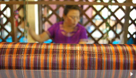 Weaving silk in the Bo Sang village. Photo by Flickr user Distra.